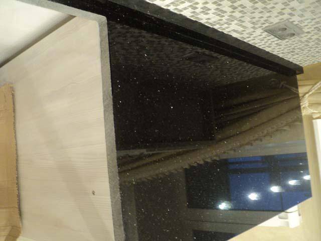 изготовление и установка столешницы из черного гранита Блэк Гэлакси