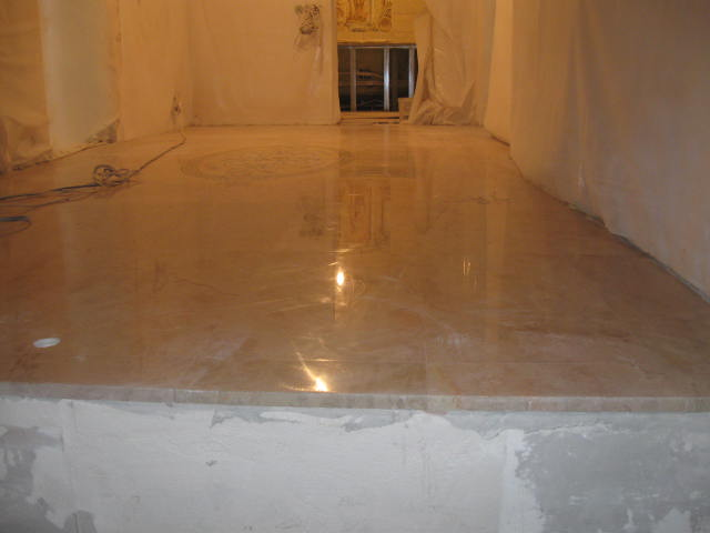 полированный мраморный пол